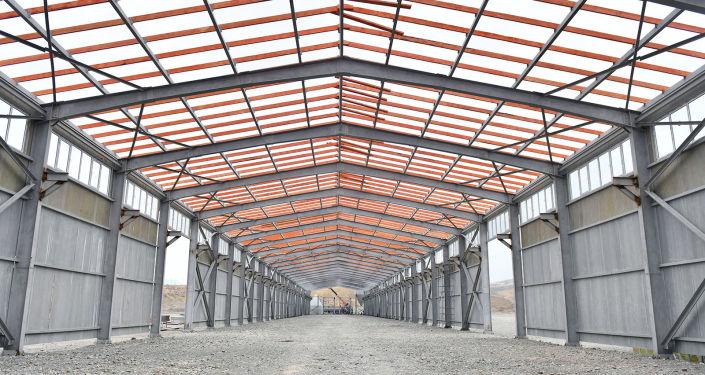Ход строительства шиферного завода в городе Кызыл-Кия Баткенской области