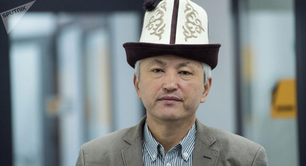 Улуттук жазуучулар союзунун төрагасы Нурлан Калыбеков