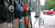 Топливораздаточная колонка на автозаправочной станции. Архивное фото