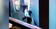 Неизвестный пользователь опубликовал в Интернете видеозапись драки между пилотом и стюардессой авиакомпании Republican Airways.