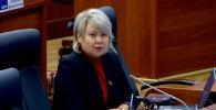 Депутат Ирина Карамушкина обратилась к президенту в связи с августовскими событиями в Кой-Таше и напомнила коллегам, что не только Алмазбек Атамбаев должен нести ответственность за государственные решения. Это заявление не понравилось вице-спикеру.