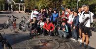 Бишкекчанин Сергей Прядко, отправившийся во Францию на велосипеде, вернулся на родину. В центре столицы его встретили друзья, единомышленники и съемочная группа Sputnik Кыргызстан.