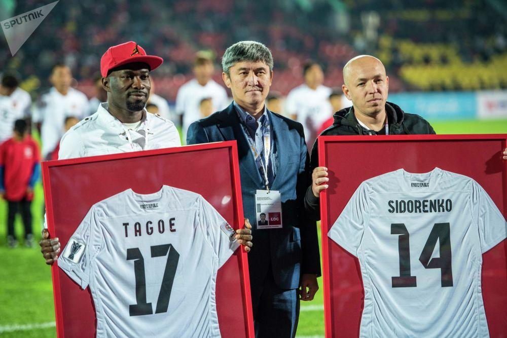 Перед матчем было объявлено, что защитник Даниэль Тэго и полузащитник Павел Сидоренко завершили карьеру в сборной Кыргызстана