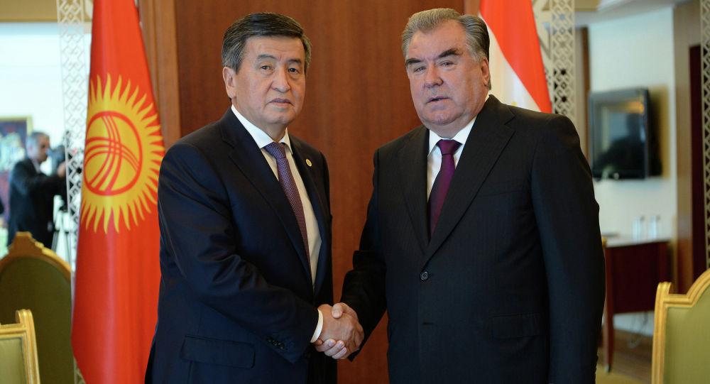 Президент КР Сооронбай Жээнбеков во время встречи с президентом Таджикистана Эмомали Рахмоном. Архивное фото