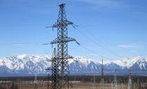 Линии электропередач подстанции на горном хребте. Архивное фото