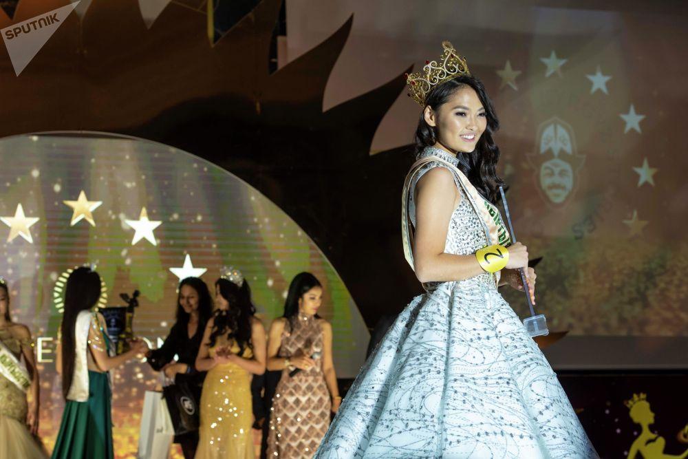 Победительницей конкурса красоты Мисс Кыргызстан — 2019 стала Айжан Чаначева. Она получила право на участие в конкурсе Мисс Мира, золотую корону, украшенную рубинами, и 100 тысяч сомов.