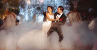 Кыргызстанка Чолпон Улукбекова с женихом на свадьбе
