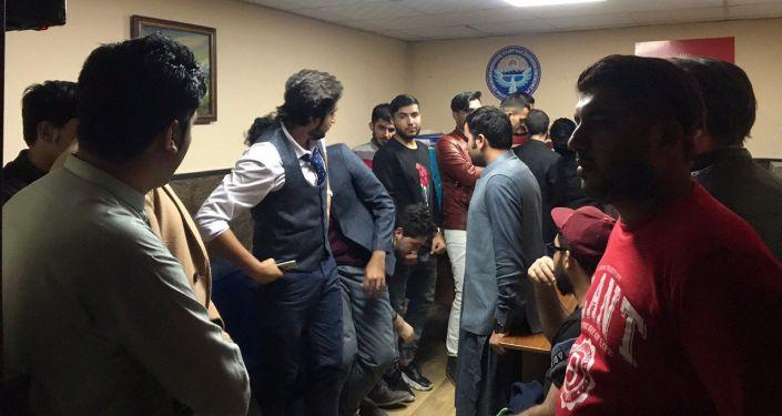 Иностранные студенты задержанные в Бишкеке по подозрению в участии массовой драке