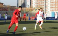 Футболист сборной Кыргызстана Тамирлан Кузубаев во время матча Кыргызстан — Монголия в рамках отбора к чемпионату мира — 2022