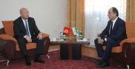 Вице-премьер-министр Кыргызстана Жениш Разаков встретился с таджикистанским коллегой Азимом Иброхимом