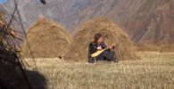 23-летняя грузинка бросила благоустроенную жизнь в городе и переехала в заброшенное село высоко в горах, где когда-то жили ее предки.