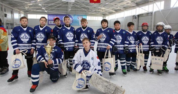 В Бишкеке состоялся турнир по хоккею под названием Кубок снежного барса