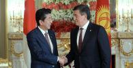Президент КР Сооронбай Жээнбеков  в рамках рабочей поездки в Японию встретился с премьер-министром страны Синдзой Абэ