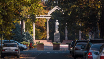 Бишкектеги Курманжан-Датканын эстелиги. Архивдик сүрөт
