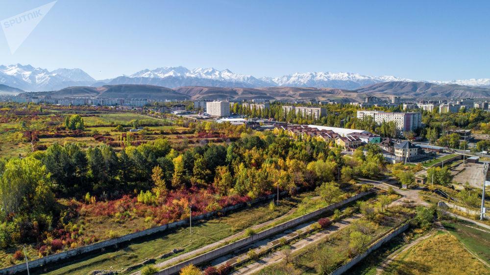 Вид на осенний Бишкек с высоты