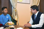 Премьер-министр Мухаммедкалый Абылгазиев жаш математик Арсен Рахымбеков менен жолукту