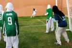 Хиджаб кийген футболчу кыздар. Архив