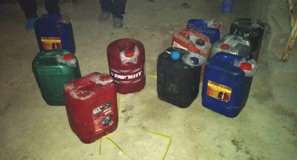 Служащие Баткенского пограничного отряда и сотрудники милиции обнаружили более 600 литров прекурсора