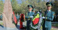 Бишкекте Баткен окуясынын 20 жылдыгына жана согуш учурунда көз жумган жоокерлерди эскерүү максатында митинг-реквием өттү