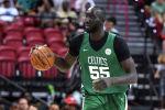 Улуттук баскетбол ассоциациясынын (NBA) эң узун оюнчусу, 23 жаштагы Тако Фолл. Архив
