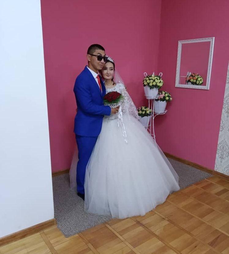 Незрячий бизнесмен из Кыргызстана Азат Токтомбаев с супругой