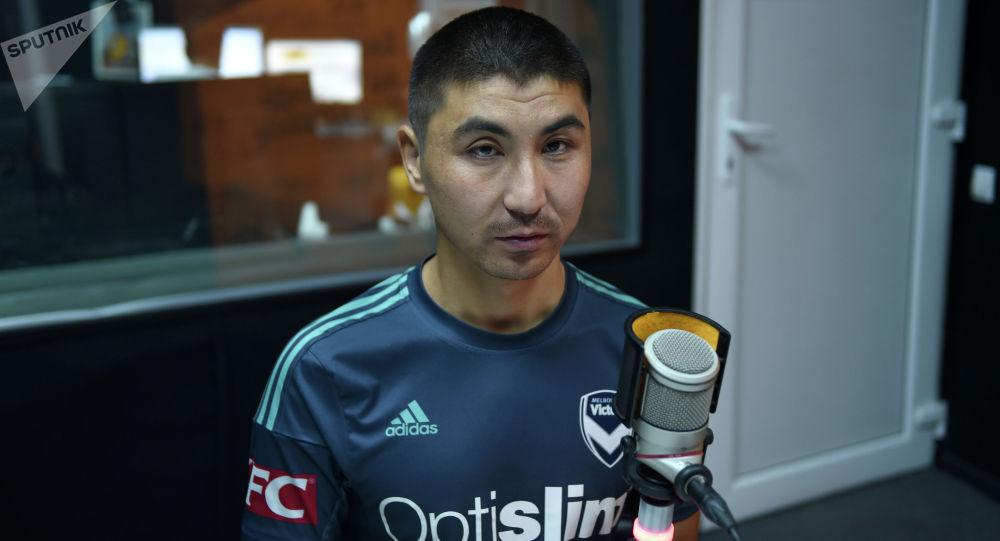 Незрячий бизнесмен из Кыргызстана Азат Токтомбаев во время интервью