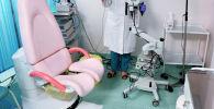 Врач в кабинете акушерства и гинекологии. Архивное фото