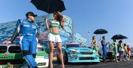 Слева: Денис Мигаль (Москва) на параде пилотов перед началом соревнований по дрифту финального этапа 10-го юбилейного сезона Российской дрифт серии Гран-при (RDS GP) в Сочи.