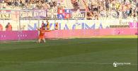 Обидно и нелепо — вратарь ушел праздновать гол, но забили ему. Видео
