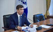 Мэр Бишкека Азиз Суракматов во время планерки с руководителями структурных подразделений и городских служб