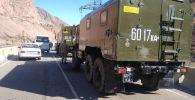 В Боомском ущелье в КамАЗ, перевозивший военнослужащих, врезался маршрутный микроавтобус