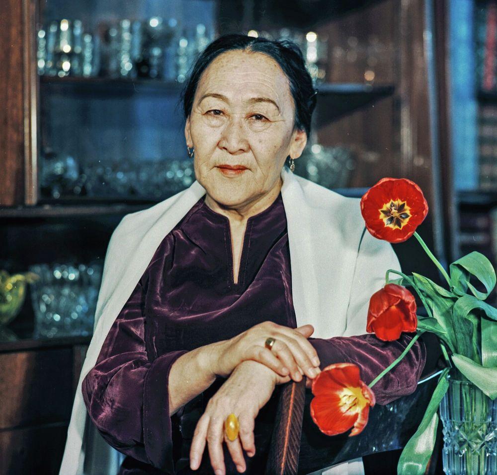 Таланттуу актриса актёрлук билими жок эле СССРдин эл артисти боло алган