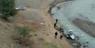 Жалал-Абад облусунун Ноокен районунда жолдон чыгып кеткен автоунаа жардан кулап, күйөөсү менен аялы мерт болду