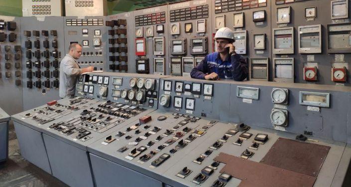 Сотрудники ТЭЦ Бишкека, который вырабатывает тепло для более 100 тысяч квартир