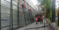 В центре Бишкека сносят незаконно установленные объекты для организации пешеходной зоны и в связи с обращениями горожан