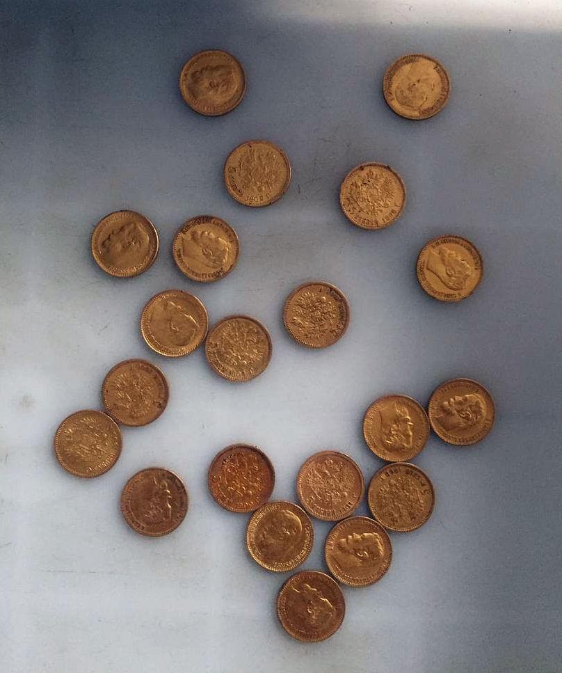 Таможенники пресекли попытку вывоза драгоценных изделий в аэропорту Манас 24 октября