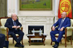 Вице-премьер-министр Кыргызской Республики Жениш Разаков встретился со спецпредставителем президента Российской Федерации по международному культурному сотрудничеству Михаилом Швыдким.