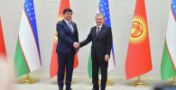 Премьер-министр Кыргызской Республики Мухаммедкалый Абылгазиев, находящийся с рабочим визитом в городе Ташкент (Республика Узбекистан), и президент Республики Узбекистан Шавкат Мирзиёев обсудили состояние и перспективы торгово-экономического и культурно-гуманитарного сотрудничества между двумя странами.