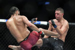 Американские бойцы UFC Хорхе Масвидаль и Нэйт Диас во время боя на турнире UFC 244 в Нью-Йорке. 2 ноября 2019 года