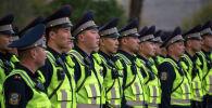 Сотрудники новой Патрульной службы милиции по городу Бишкек во время презентации пилотного проекта