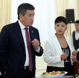 Президент Сооронбай Жээнбековдун ЖМК өкүлдөрү менен болгон жолугушуусу тууралуу ача пикирлер айтылды