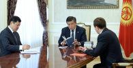 Мамлекет башчы Сооронбай Жээнбеков Кыргызстандын көрүнүктүү мамлекеттик жана саясий ишмери Турдакун Усубалиевдин 100 жылдык мааракесинин алдында анын небереси Эрмек Усубалиев менен жолукту