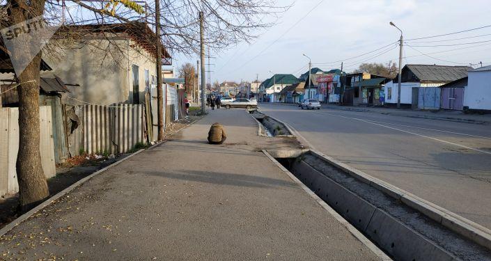 Город Бишкек. Улица Кулиева около Ошского рынка