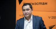 Эксперт управления генерации и передачи энергии Национального энергетического холдинга Аскат Абылаев во время беседы на радио