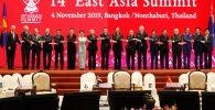 Церемония совместного фотографирования глав делегаций стран-участниц 14-го Восточноазиатского саммита