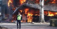 В обеденное время в центре столицы прозвучали три взрыва — возгорание произошло в одной из точек быстрого питания.