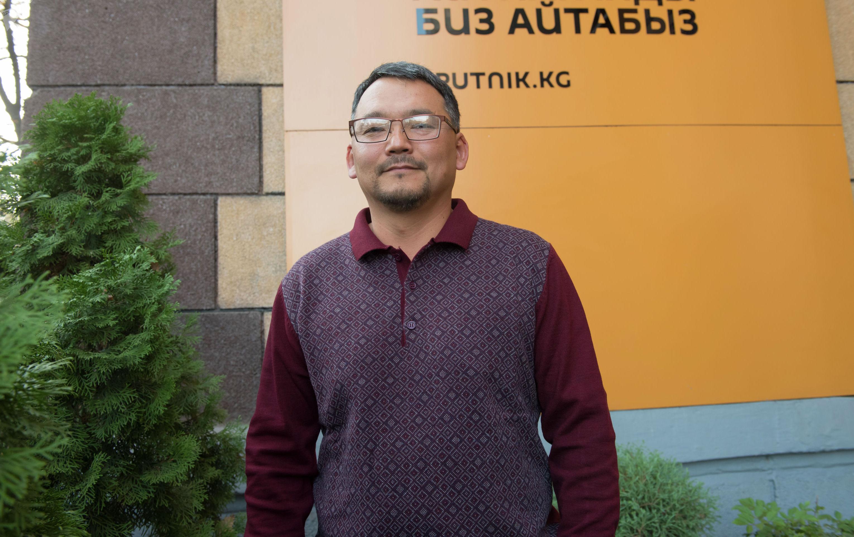 Предприниматель Айбек Шаршенбаев, который занимается строительством экологически чистых домов из соломы