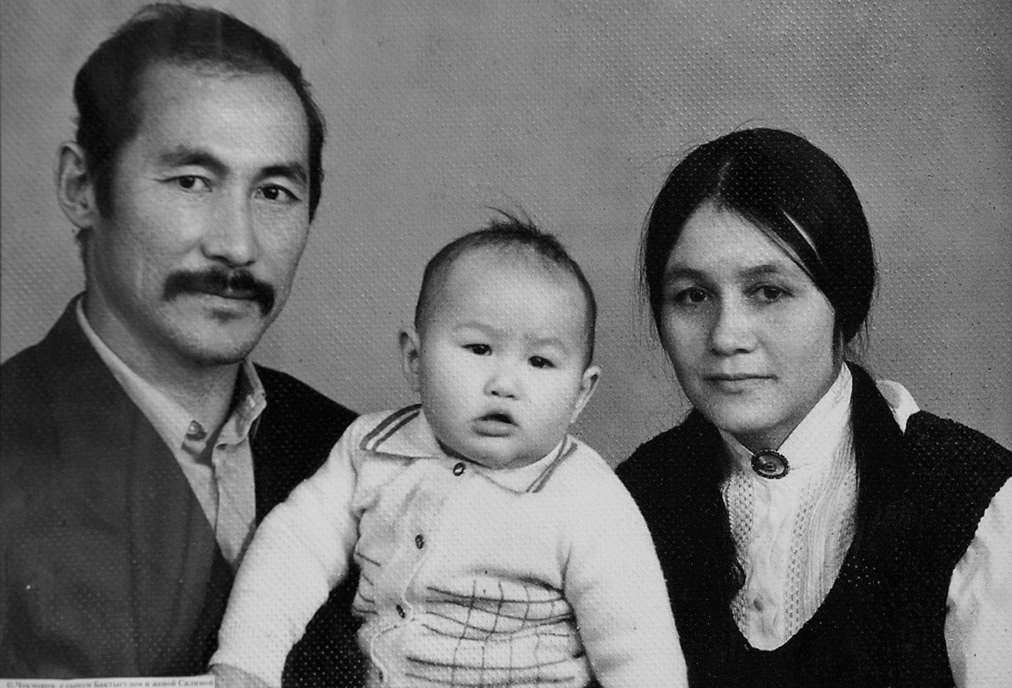 Суйменкул с супругой Салимой и сыном Бактыгулом