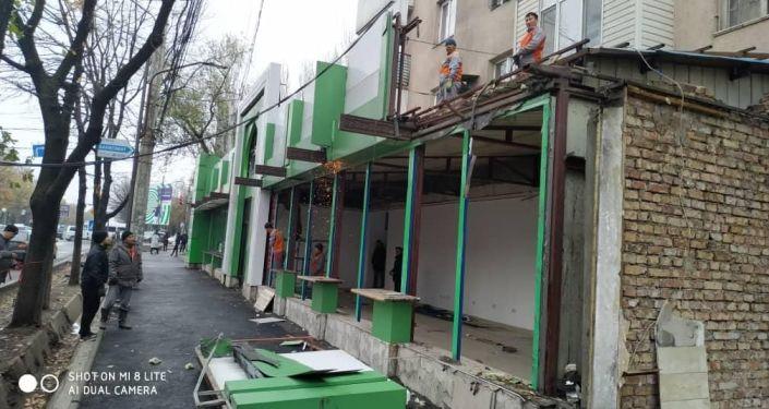Снос магазина Дасторкон в микрорайоне Восток-5