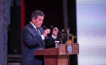 Архивное фото президента КР Сооронбая Жээнбекова